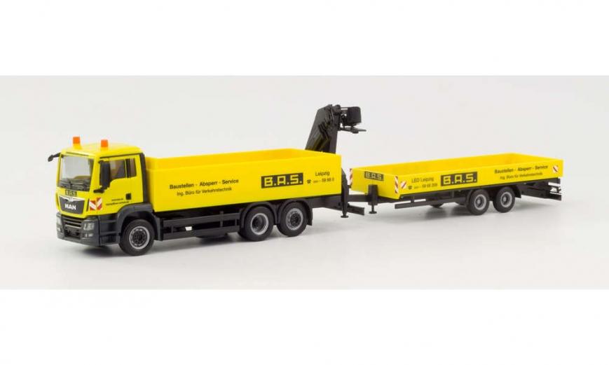 Herpa 310840 - MAN TGS M Pritschen-Hängerzug mit Tieflade-Anhänger und Ladekran