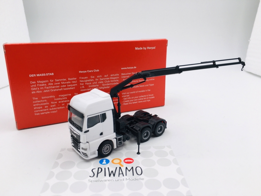 Herpa 313100 - MAN TGX GX 6x4 Zugmaschine mit Ladekran und ausfahrbaren Stützen, weiß